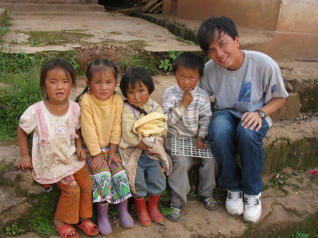 Hong Kong volunteer with village children